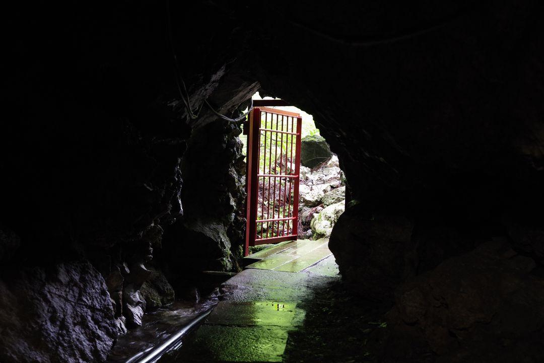 大岳鍾乳洞の出口