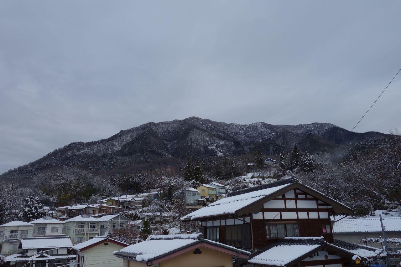 鳥沢駅付近から見た扇山