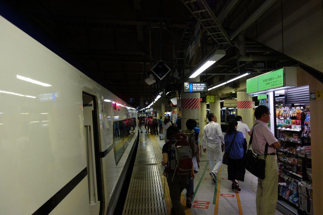 新宿駅 9番線ホーム