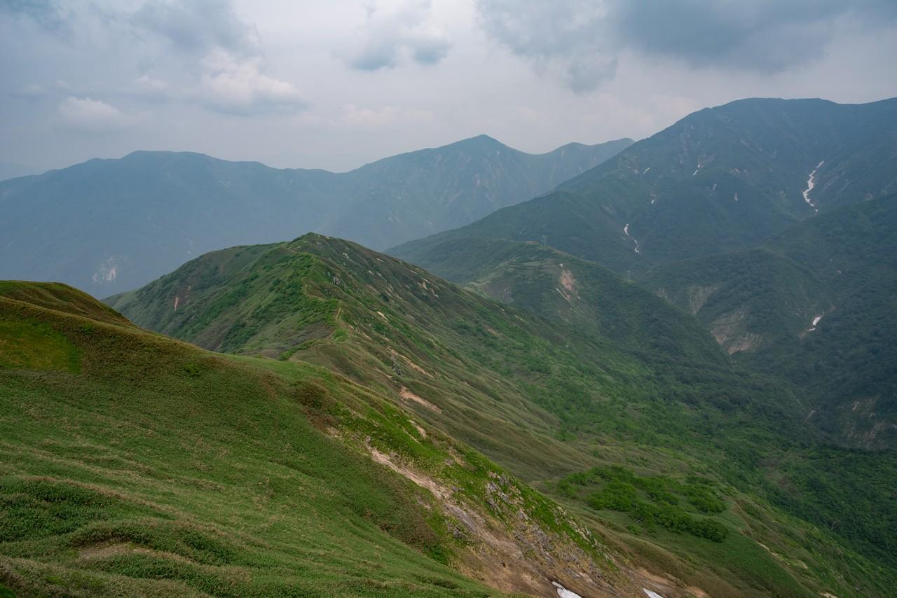 七ツ小屋山から見た清水峠