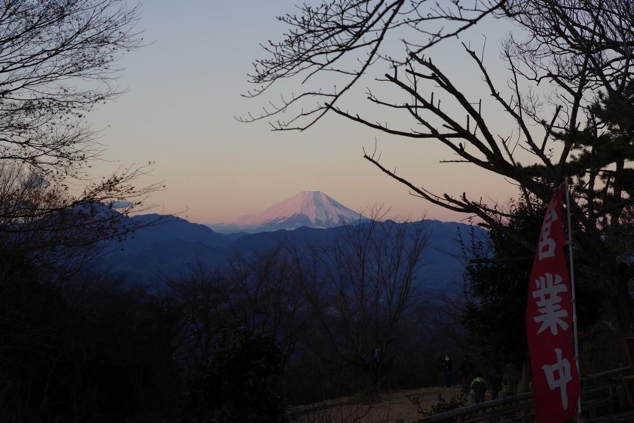 小仏城山から見た元日の紅富士