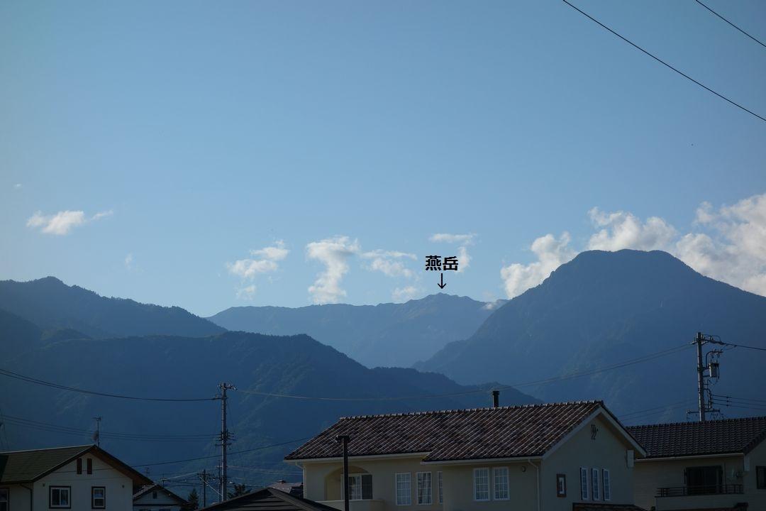 穂高駅ホームから見た燕岳