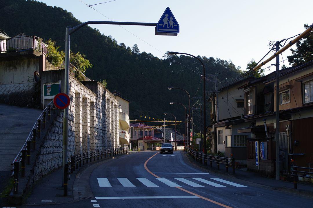 鳩ノ巣駅付近の青梅街道