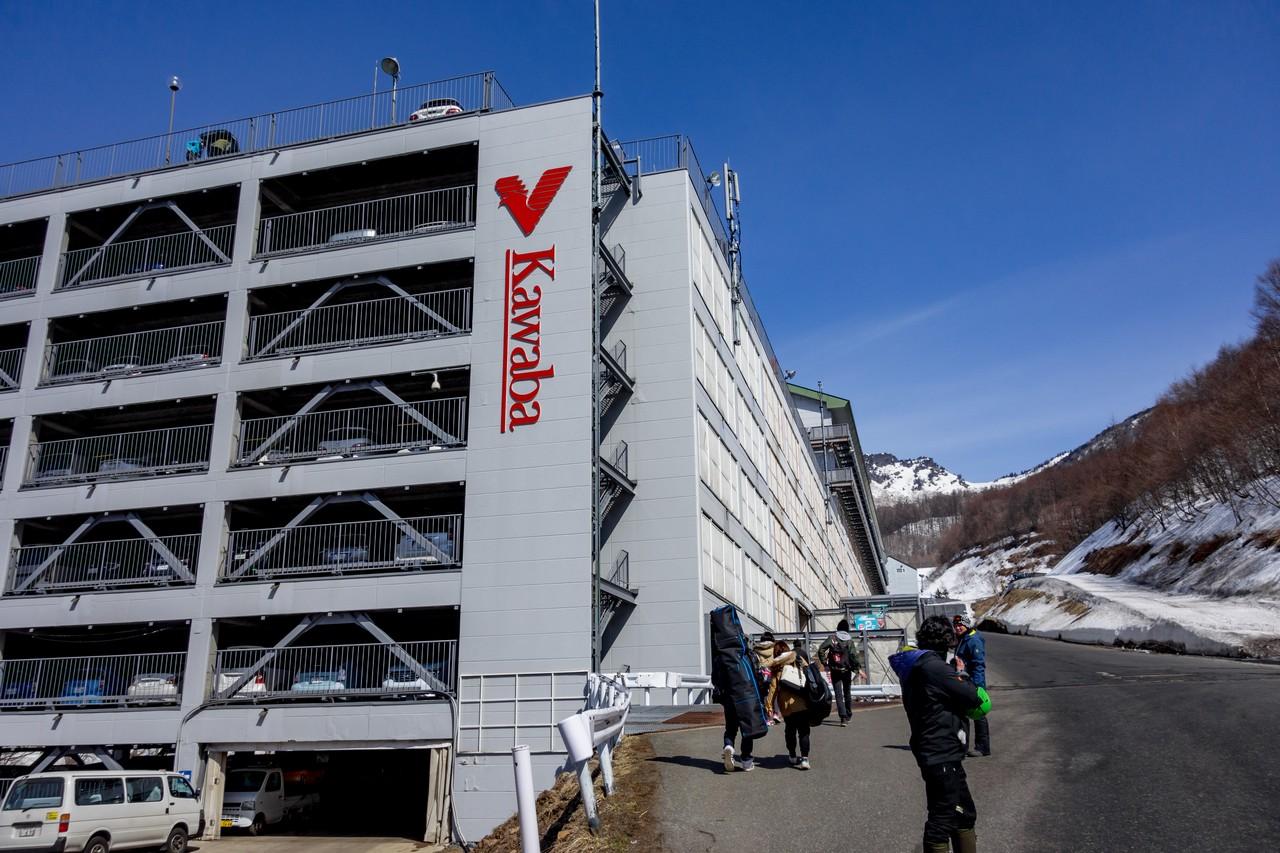 川場スキー場の立体駐車場