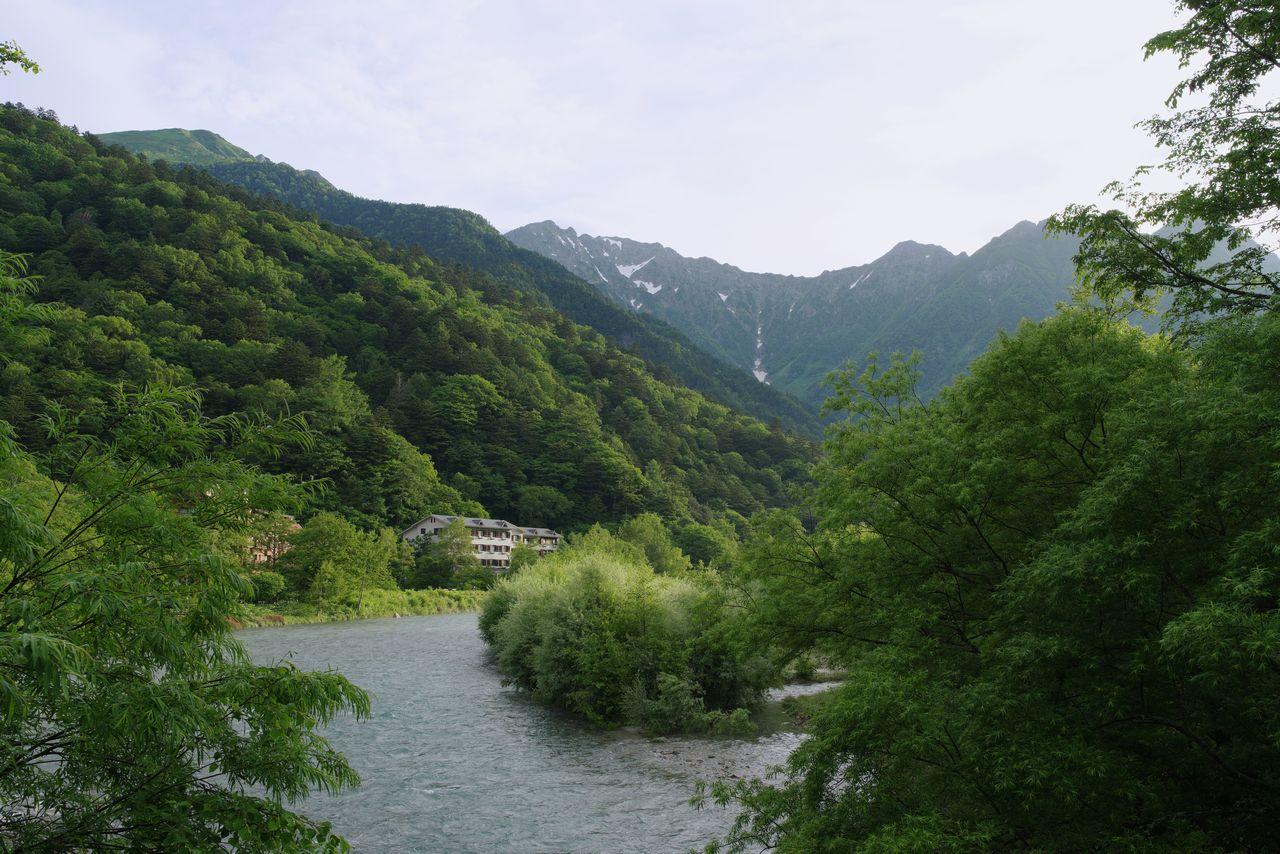 田代橋から見た奥穂高連峰