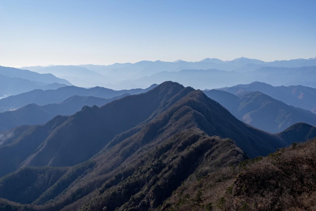 鬼ヶ岳から見た王岳