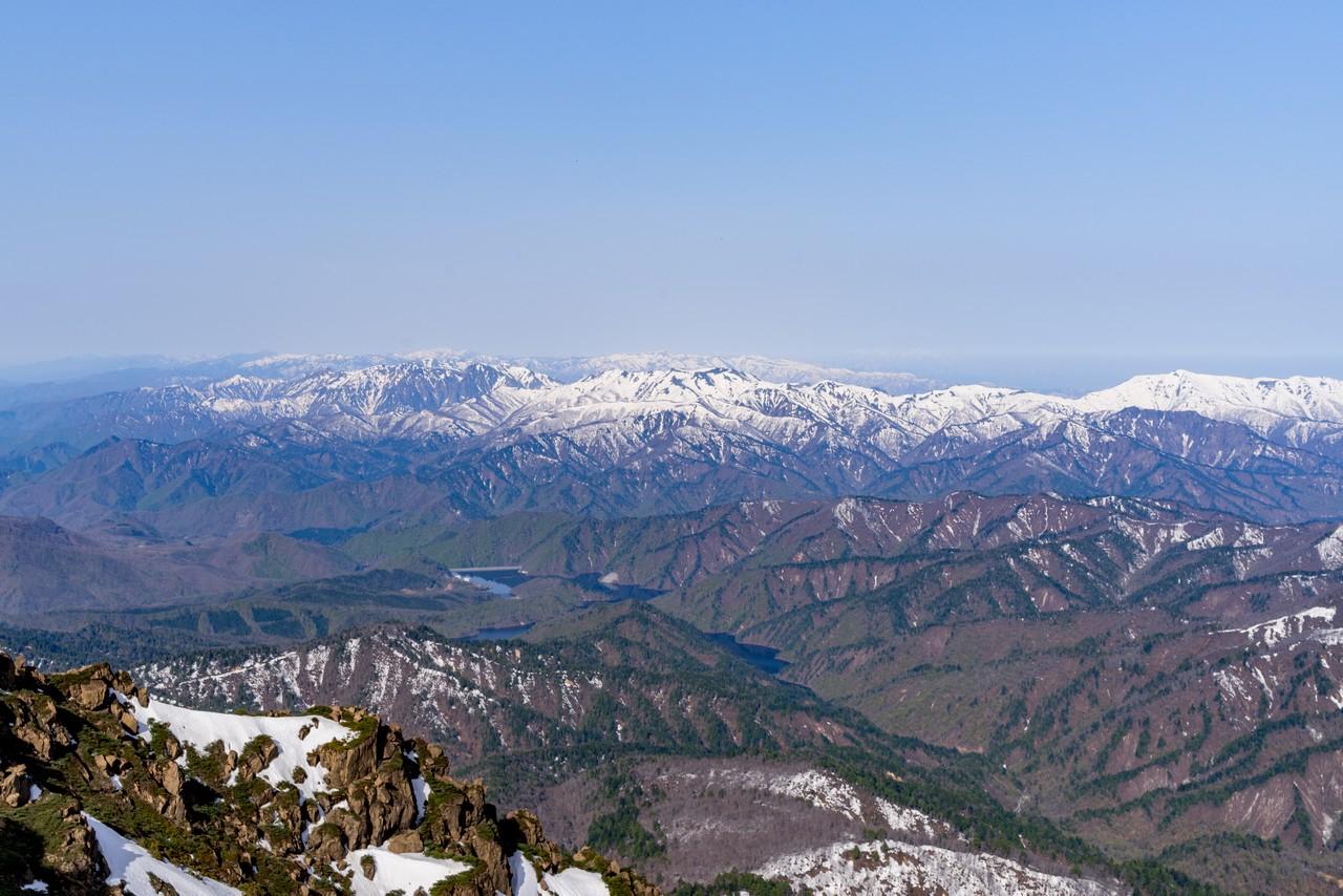 至仏山から見た上越国境地帯