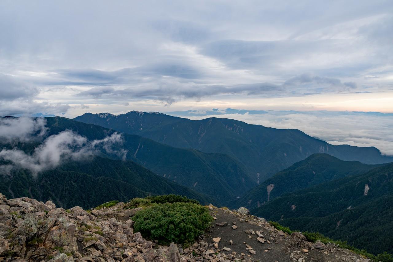 農鳥岳から見た鳳凰三山
