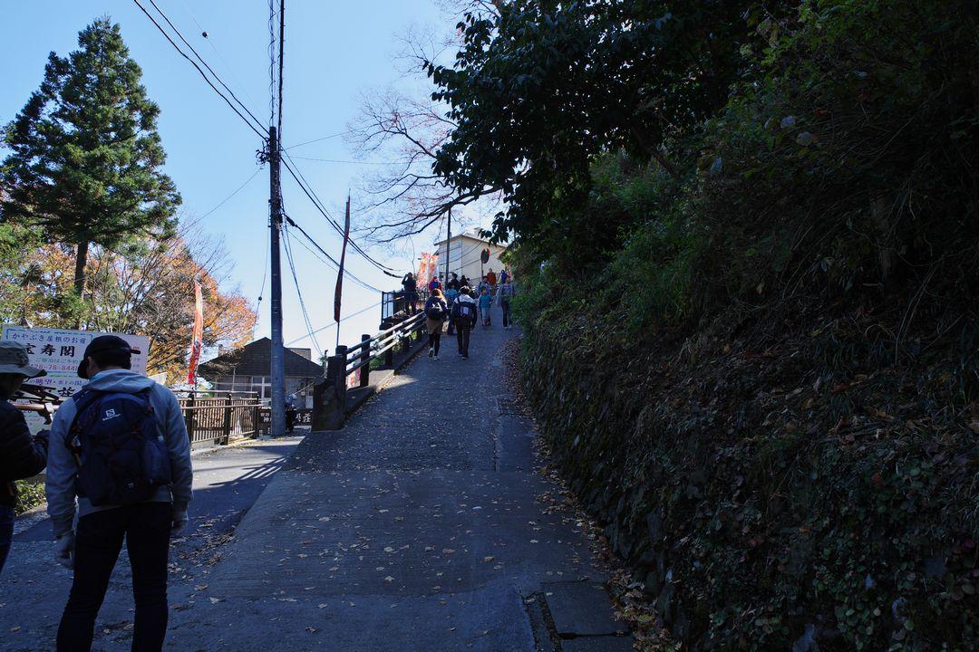 御岳山 宿坊街の坂