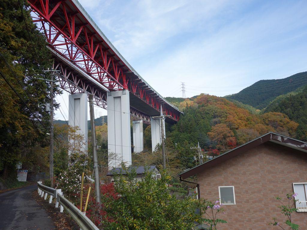 中央自動車道の橋脚