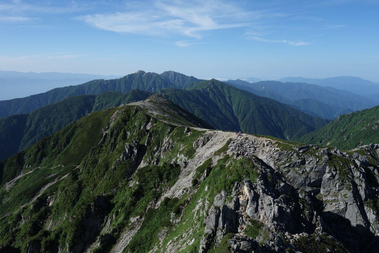 宝剣山から見た空木岳