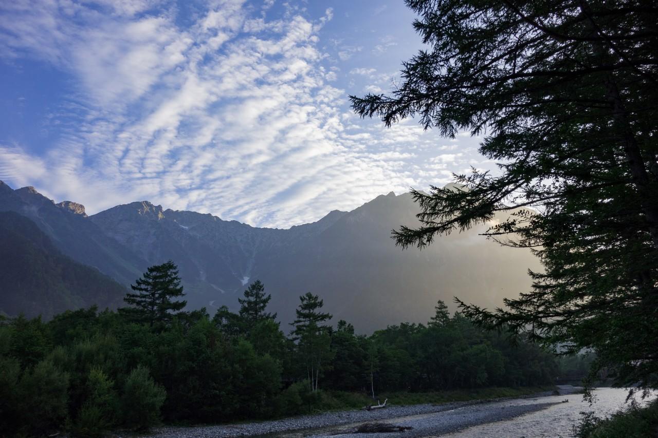 早朝の梓川と穂高連邦