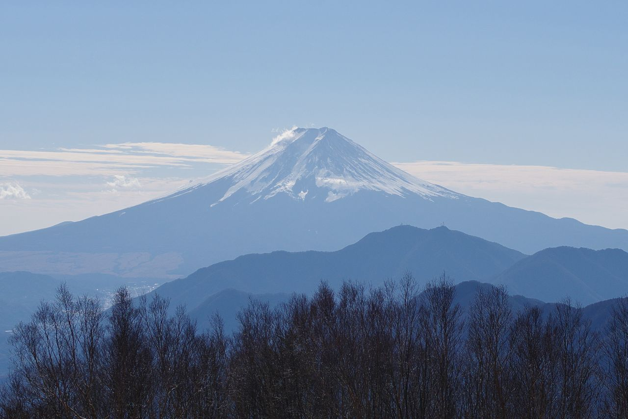 雁ヶ腹擦山の山頂から見た富士山