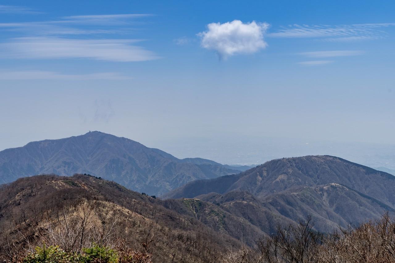 塔ノ岳山頂から見た表尾根と大山