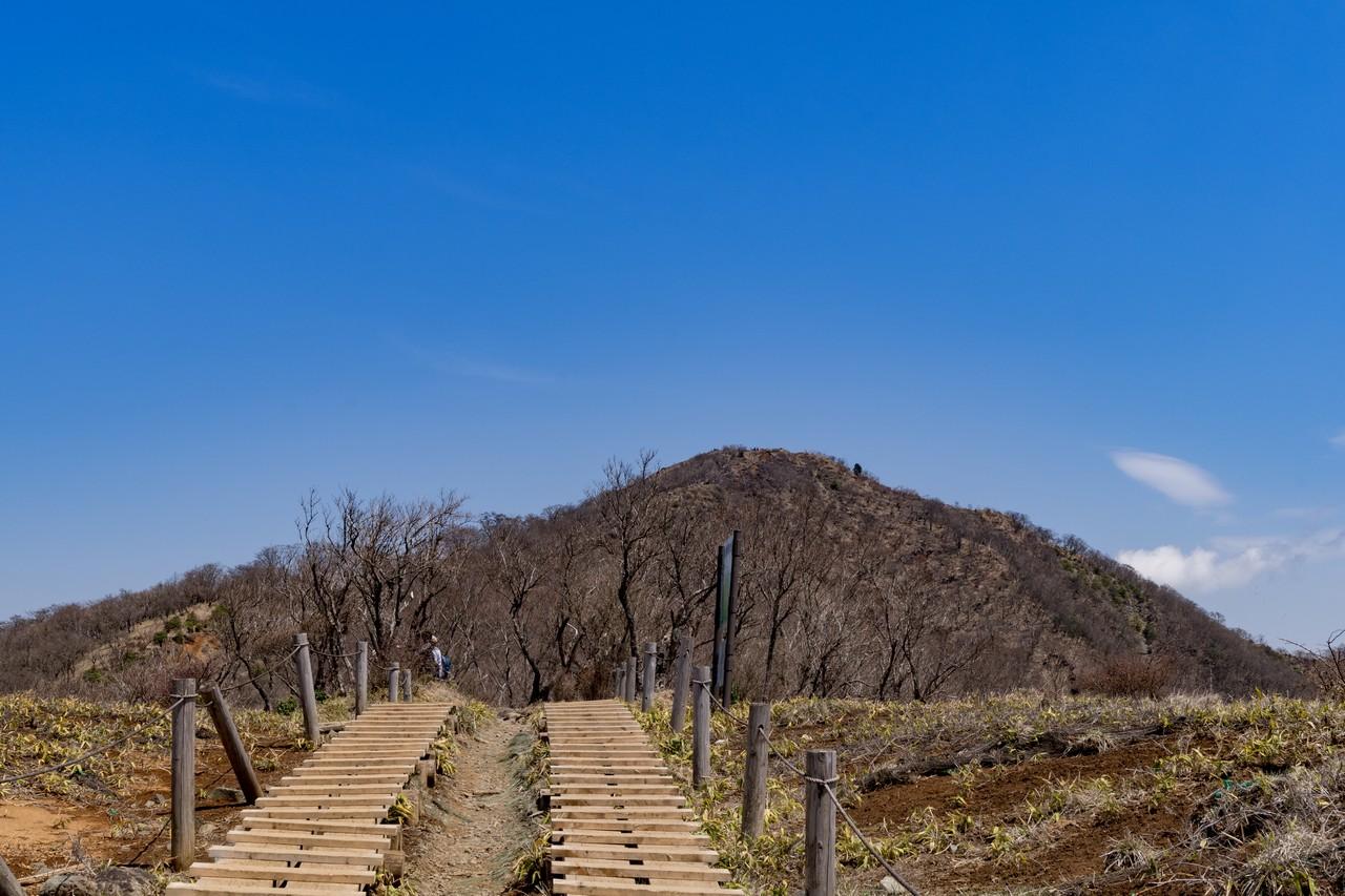花立から見た塔ノ岳山頂