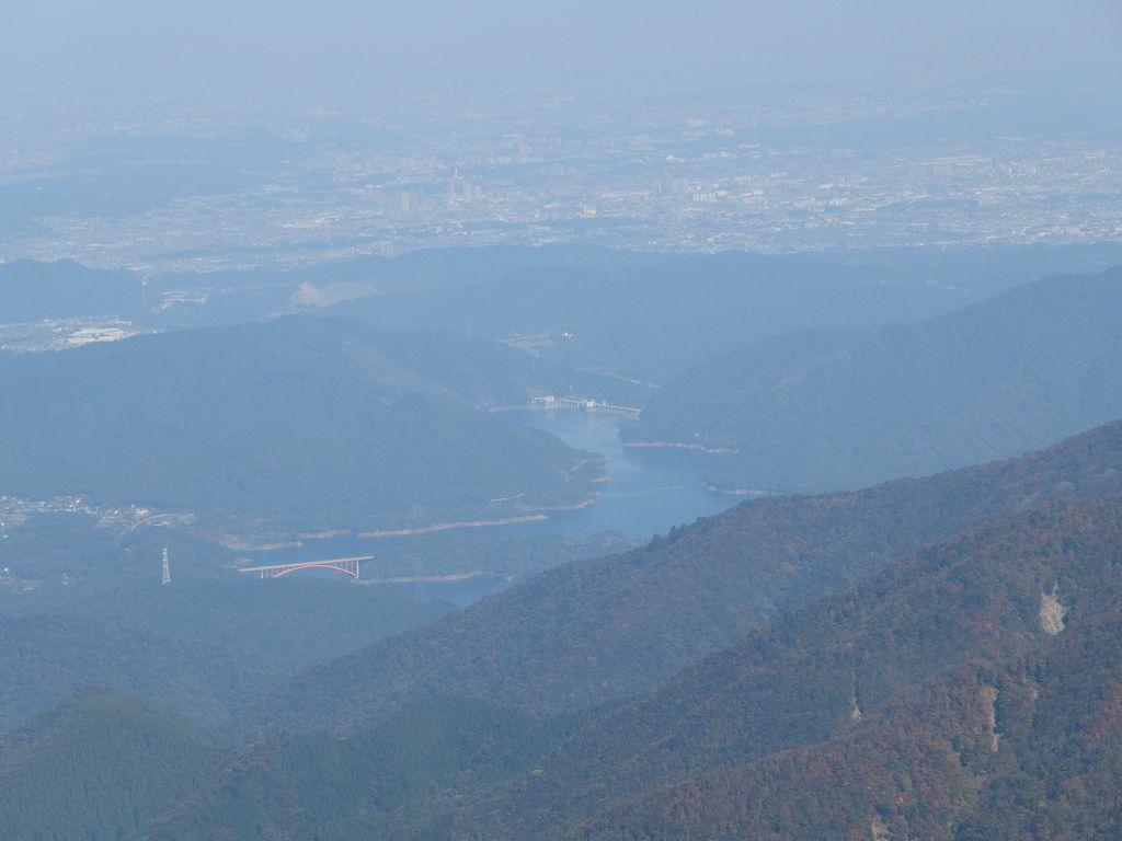 蛭ヶ岳山頂から見た宮ケ瀬湖