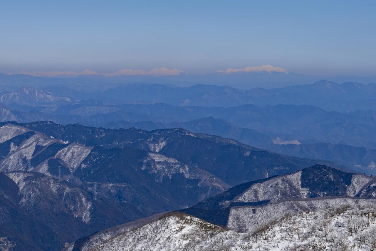 伊吹山から見た北アルプス