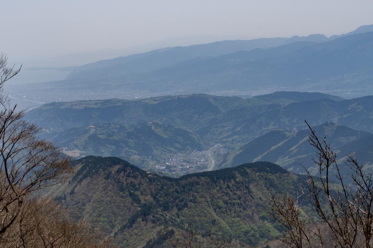 鍋割山陵から見た寄