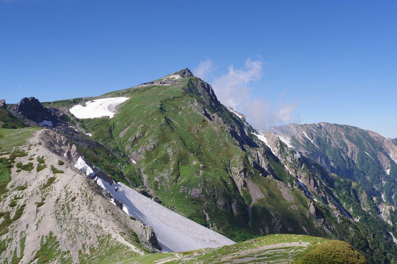 杓子岳付近から見た白馬岳