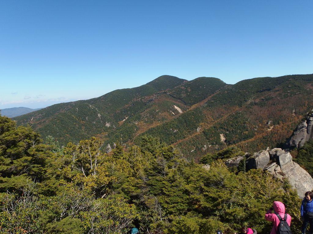 瑞牆山の山頂から見た小川山