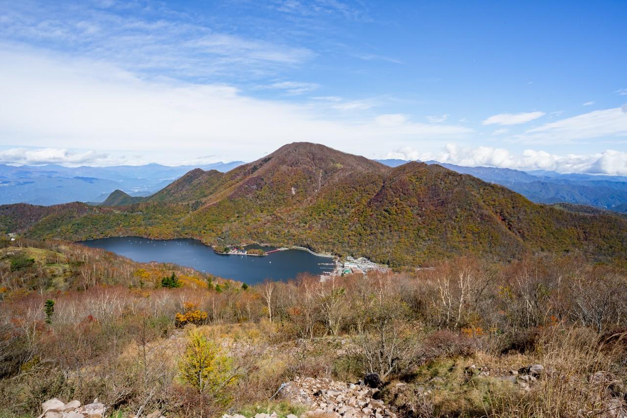 赤城山 地蔵岳から見た黒檜山と大沼