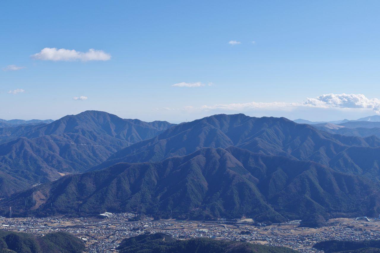 三ッ峠山から見た御正体山と杓子山