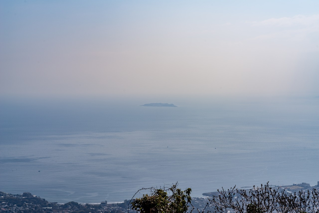 南郷山から見た初島