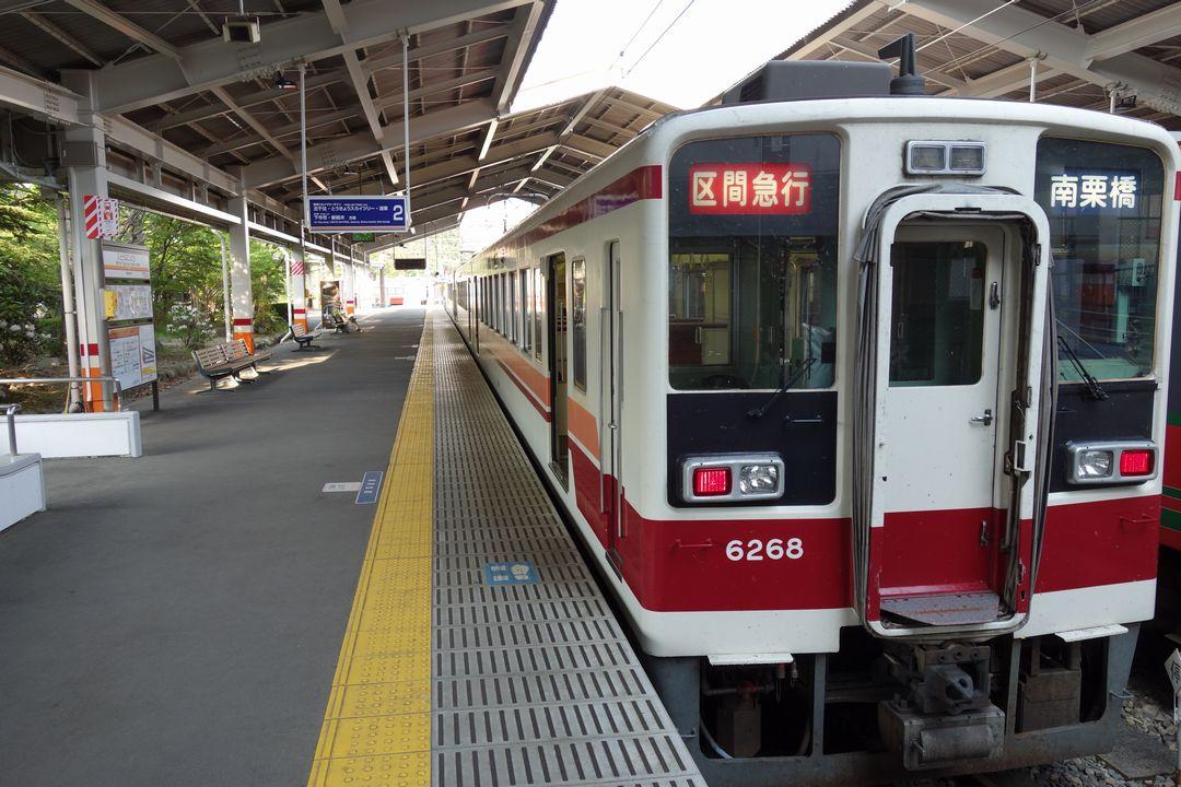 東武日光駅ホームに停まる南栗橋行きの電車