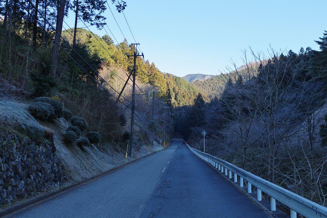 西吾野駅付近の道路風景