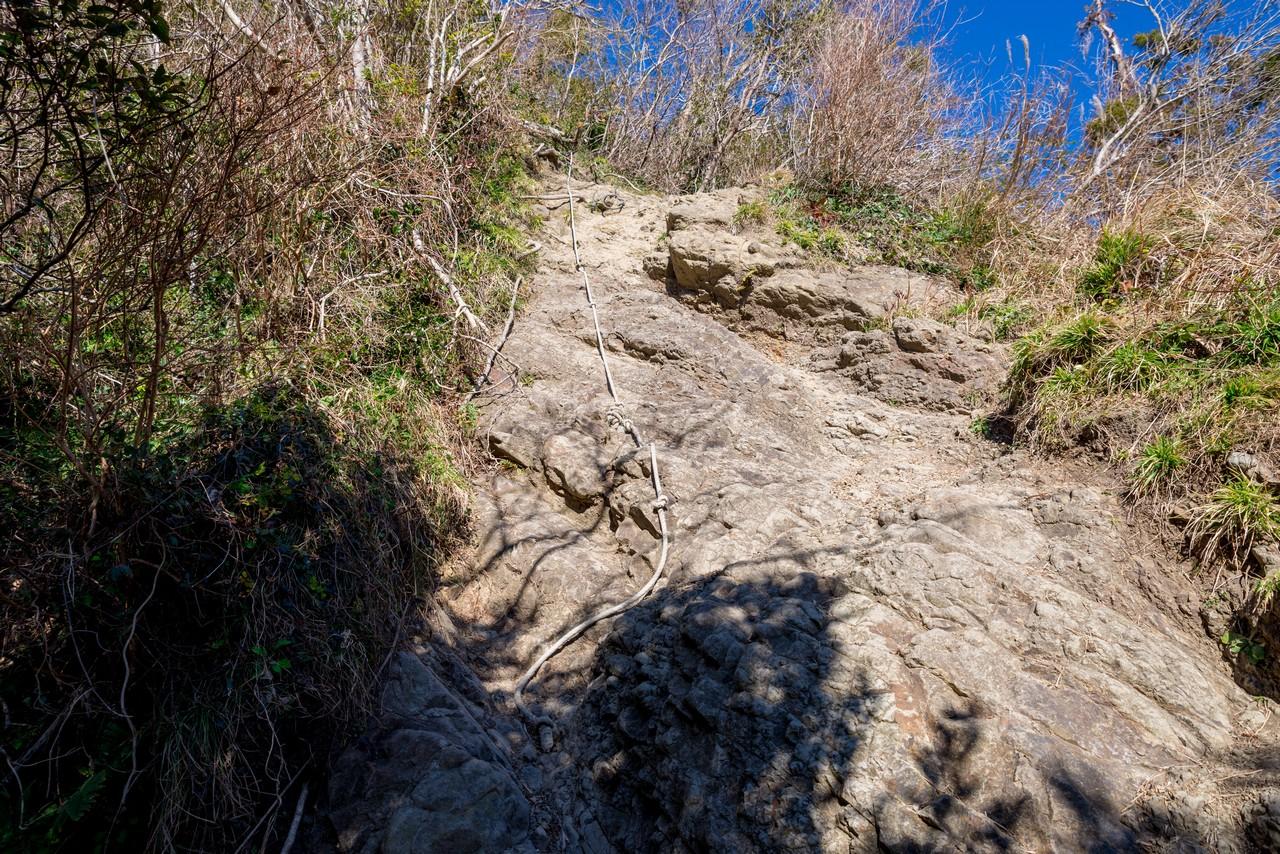 伊予ヶ岳の岩場