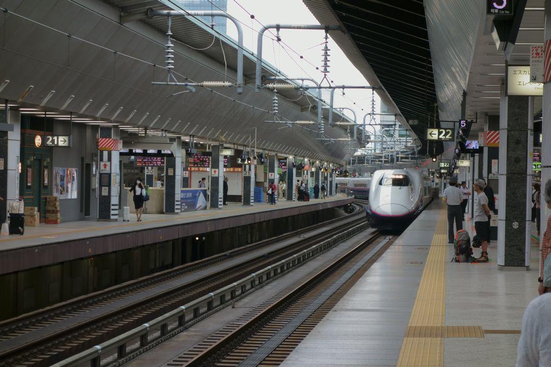 東京駅に入線する上越新幹線