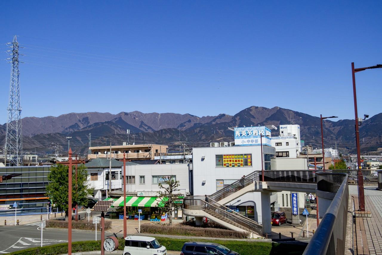小田急線渋沢駅から見た丹沢山地