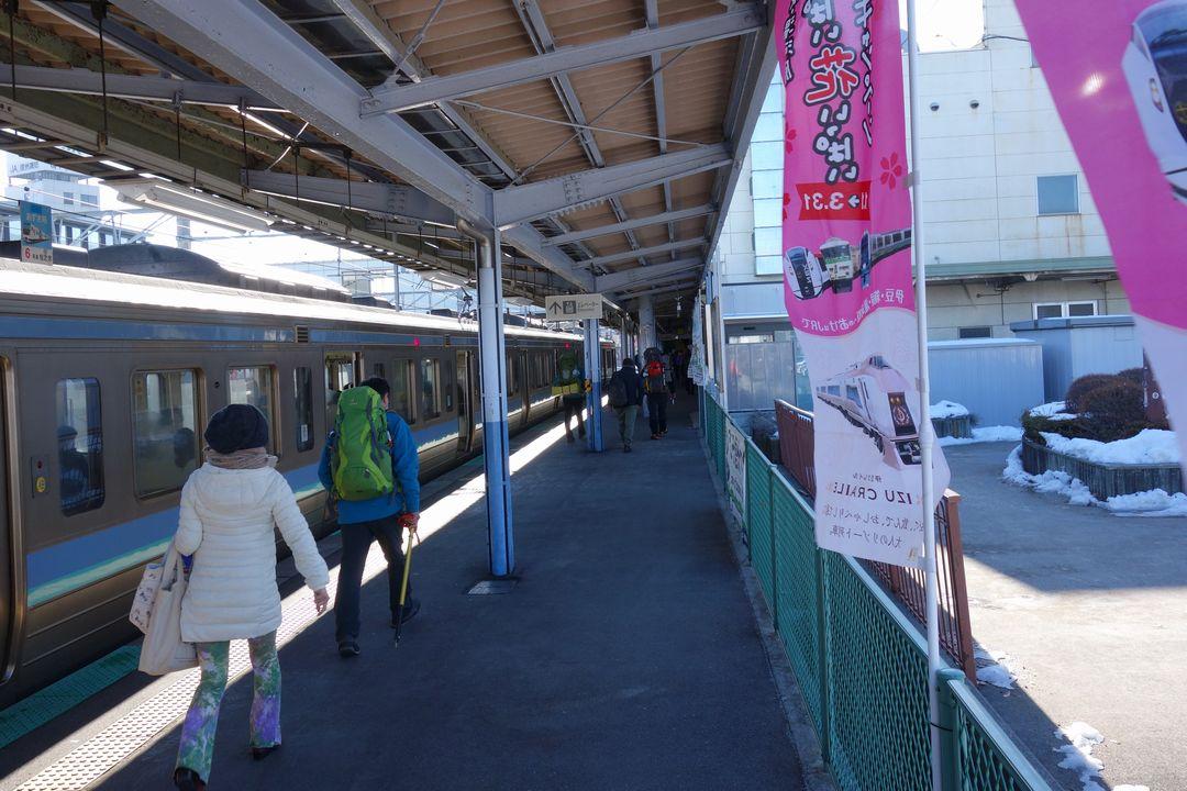茅野駅のホーム