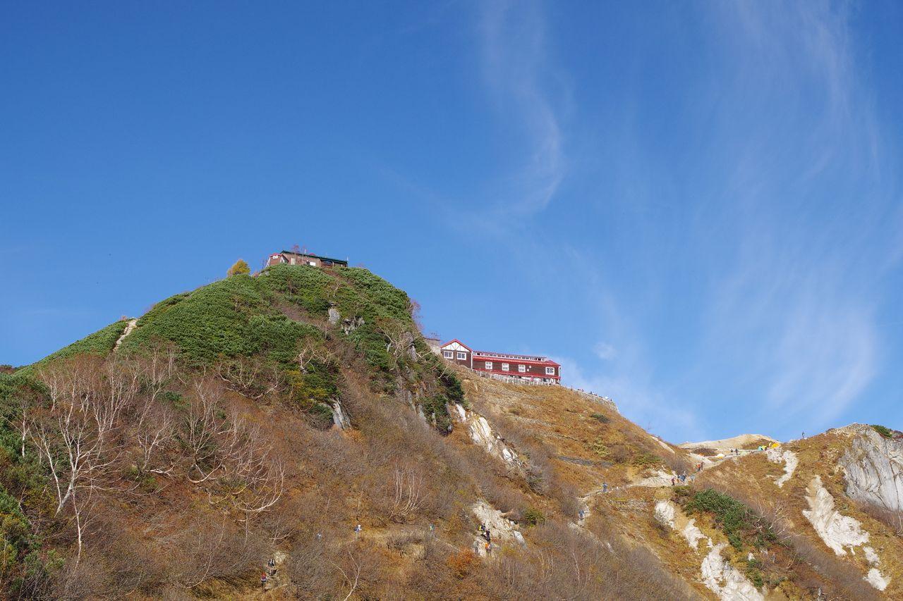合戦尾根から見た燕山荘