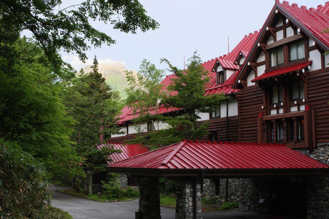 上高地帝国ホテルと焼岳