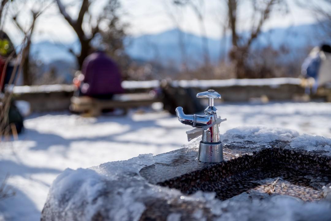 高尾山山頂の水道