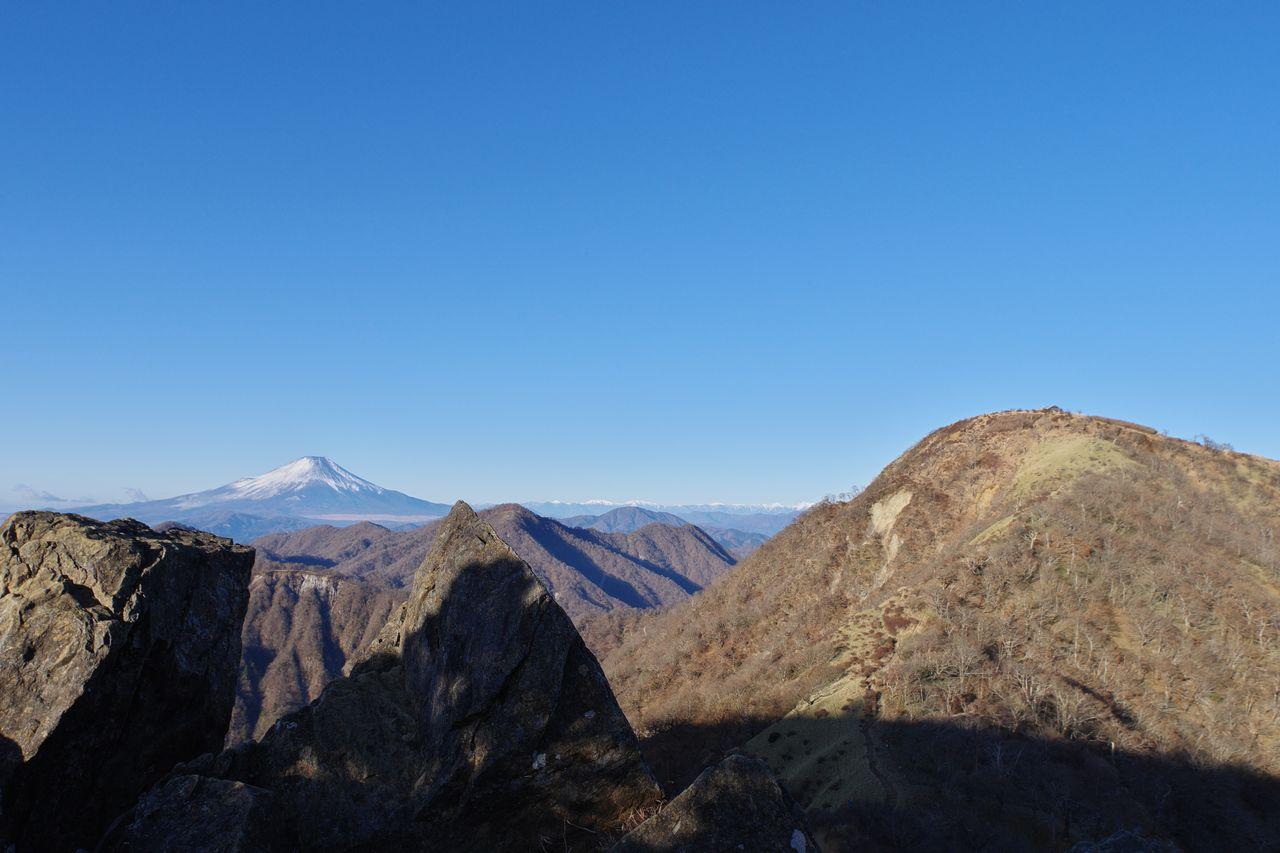 鬼ヶ岩から見た蛭ヶ岳と富士山