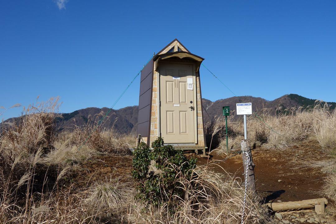 鳥尾山のトイレ