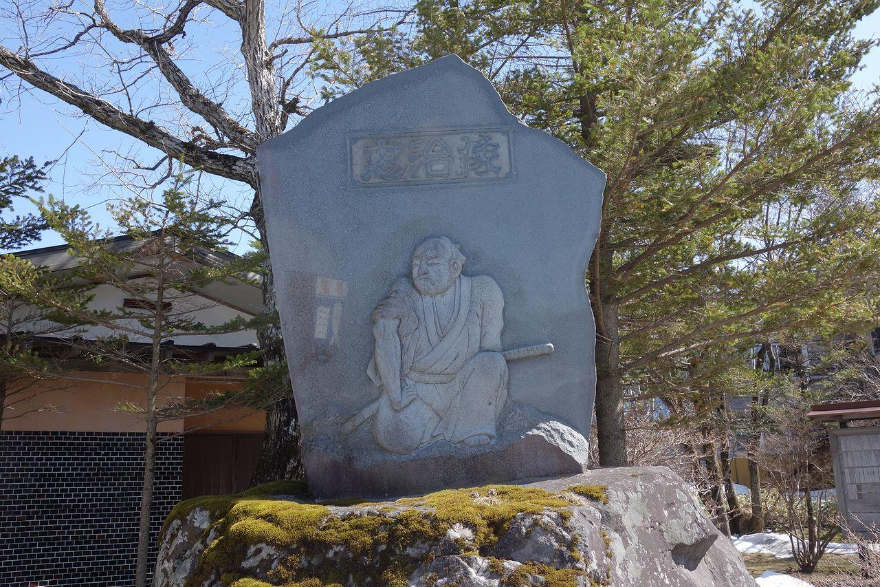 赤城山の国定忠治像