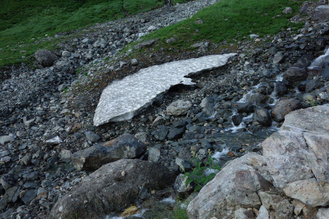 槍沢コースの雪渓