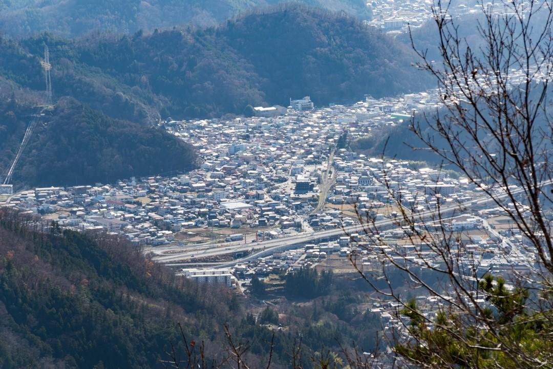 高川山から見た都留市駅