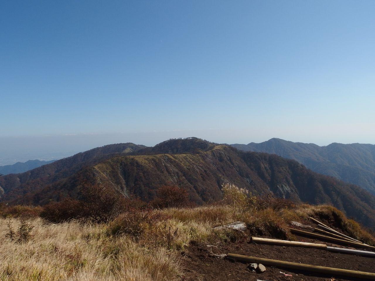 蛭ヶ岳山頂から見た丹沢主脈の稜線
