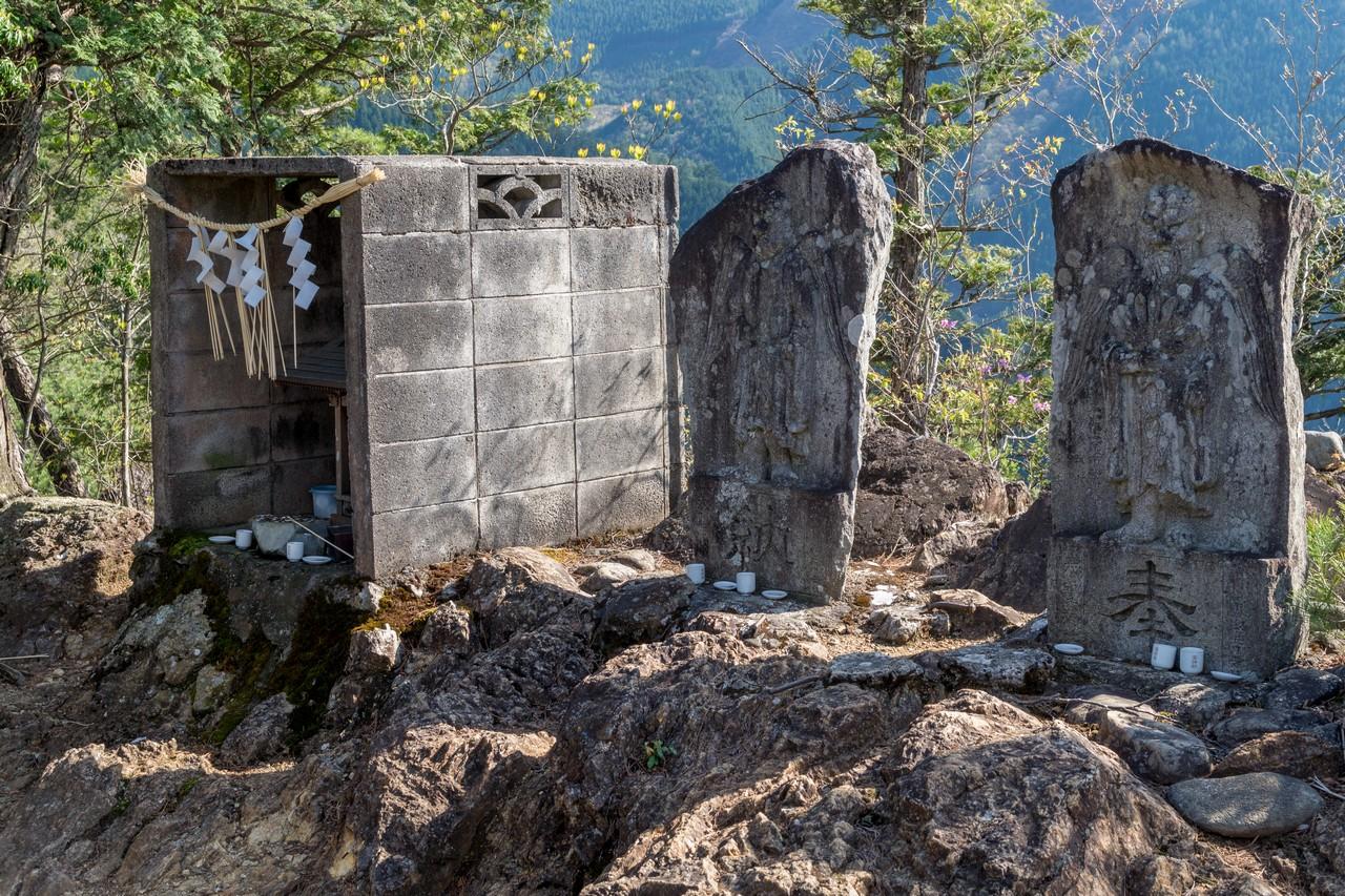 鋸尾根の天聖神社
