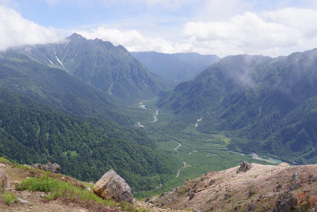 焼岳から見た上高地