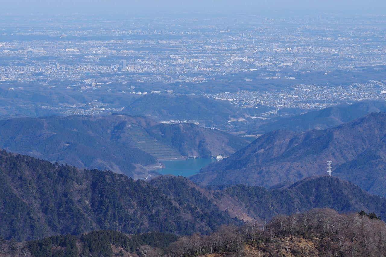 塔ノ岳山頂から見た宮ヶ瀬湖