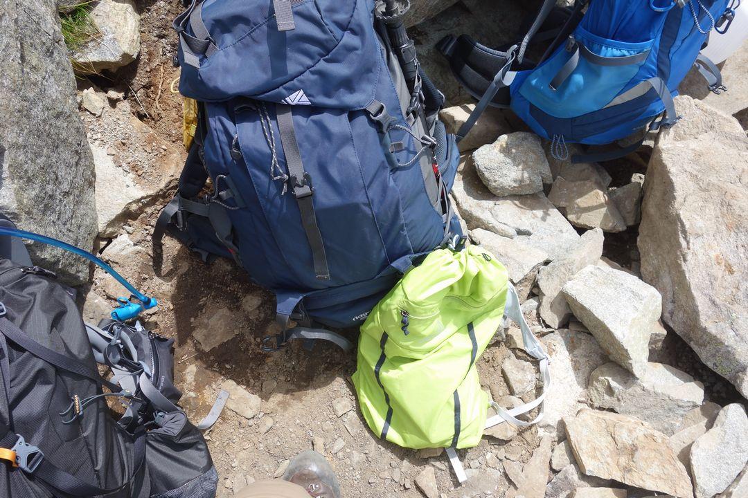 デポ中の登山ザック