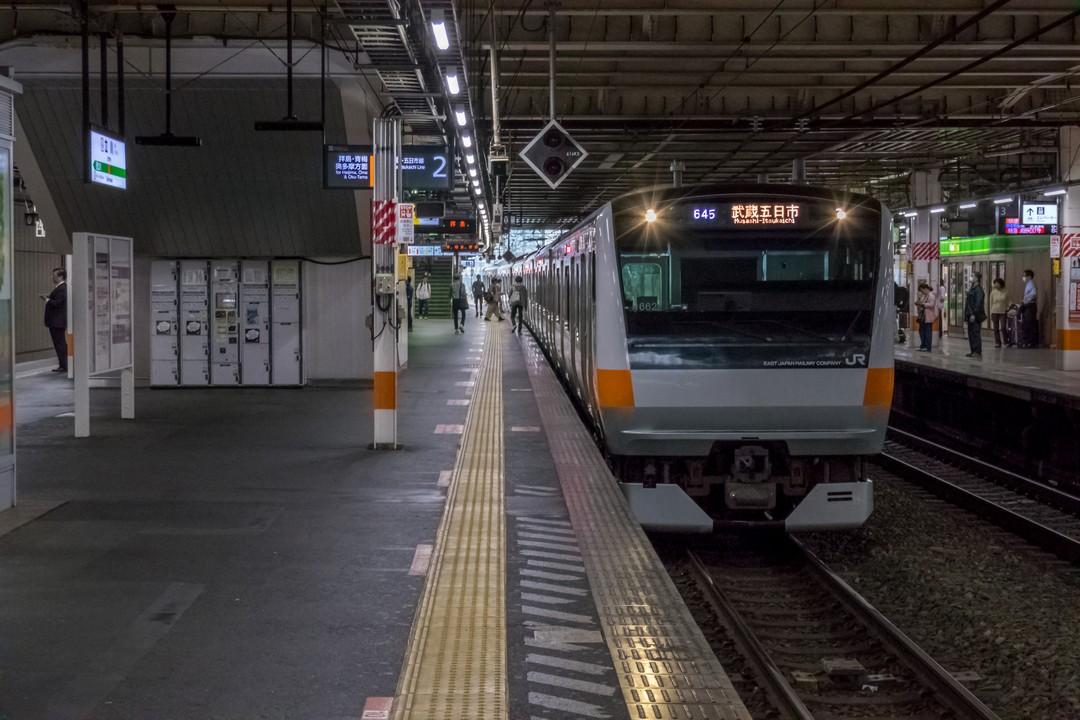 立川駅に入線する青梅線