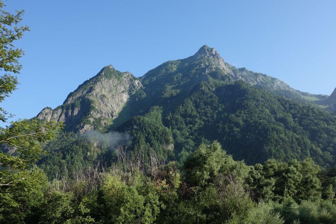 上高地から見た明神ヶ岳