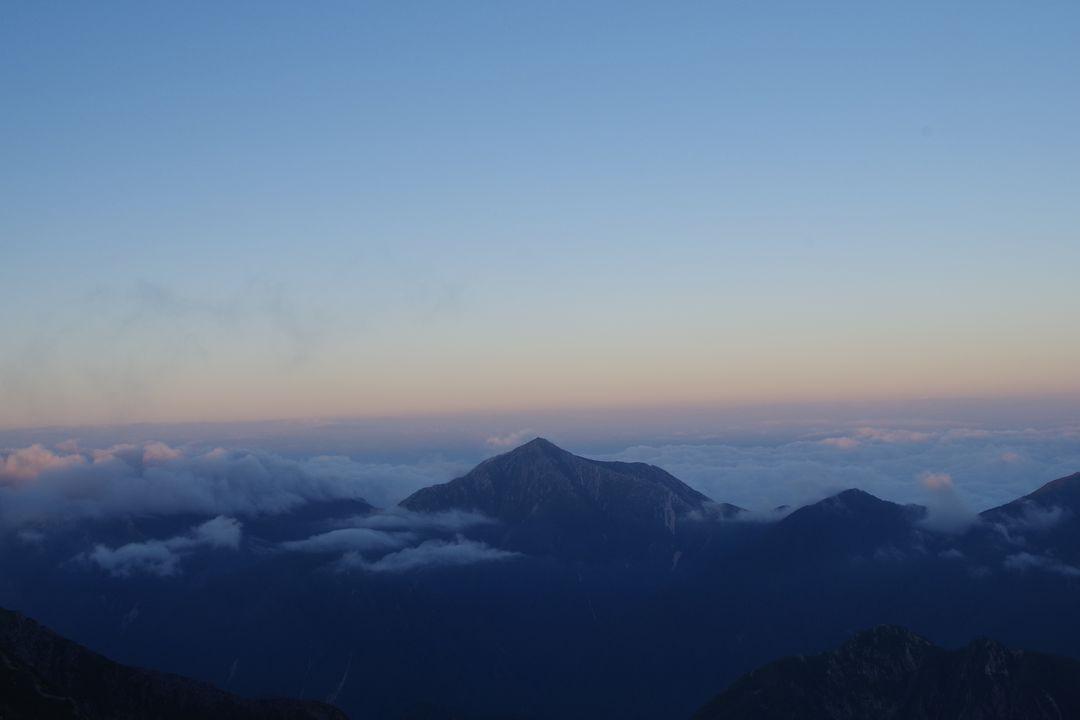 奥穂高岳山荘から見た常念岳