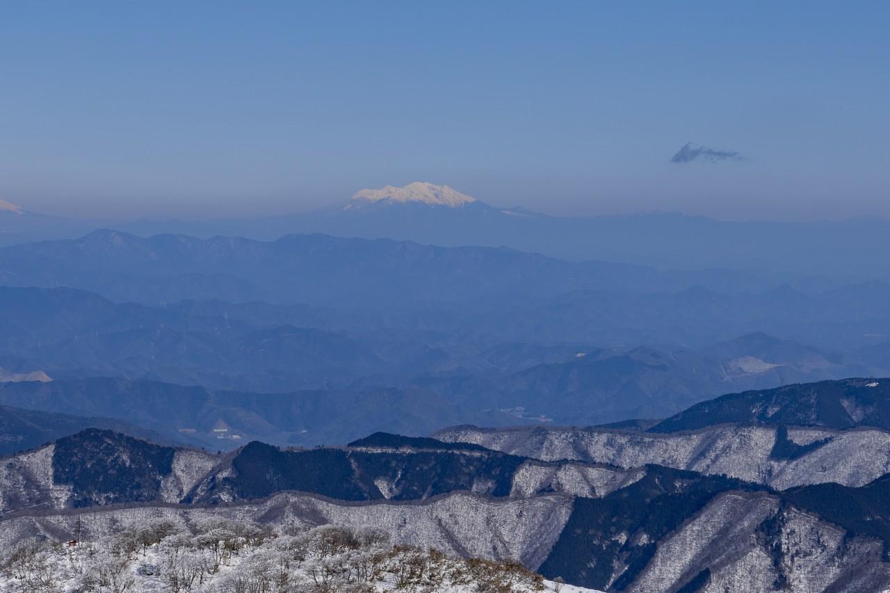 伊吹山から見た御嶽山
